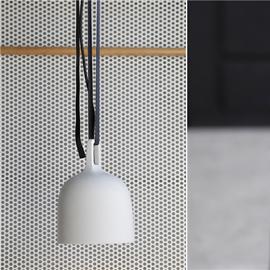 白色穿孔铝板与铝网扩张网创造出清新自然的面包店
