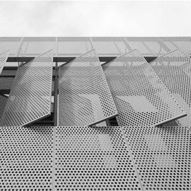 穿孔铝板与铝网拉伸网打造的金属幕墙