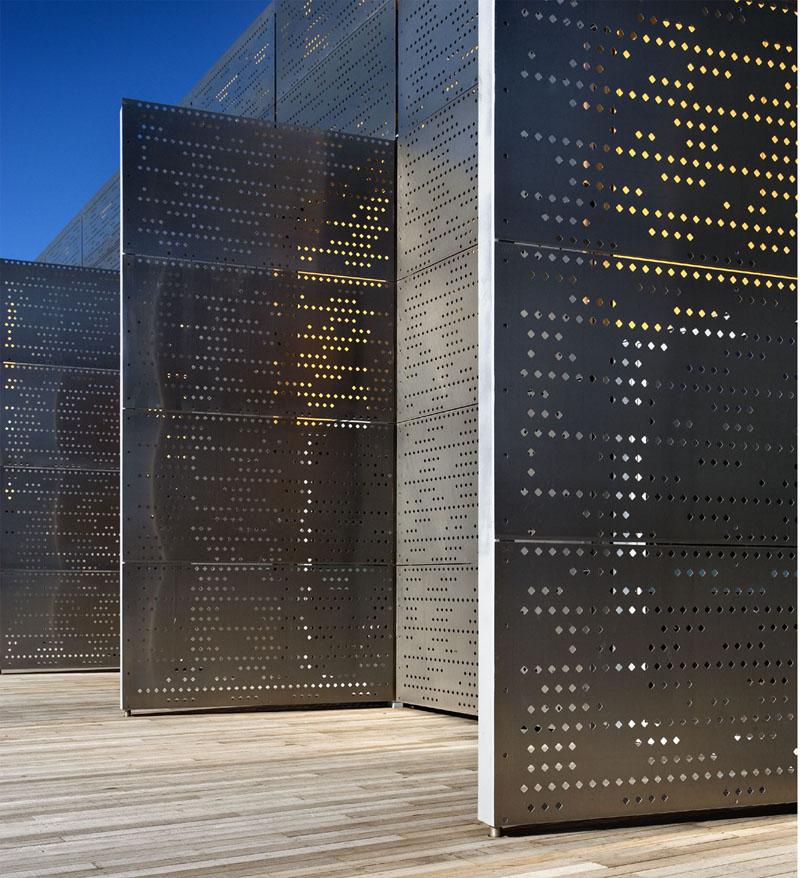孔洞不会规则分布的穿孔铝板幕墙