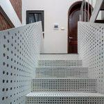 白色烤漆穿孔铝板楼梯踏板